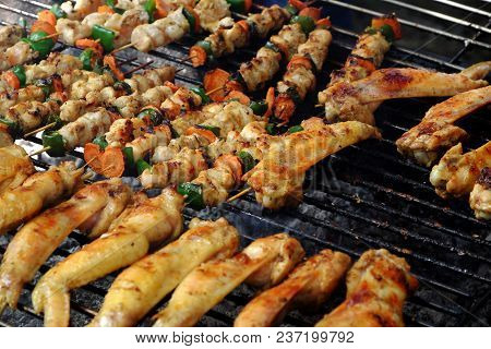 Barbecued Food, Grill Chicken Wings On