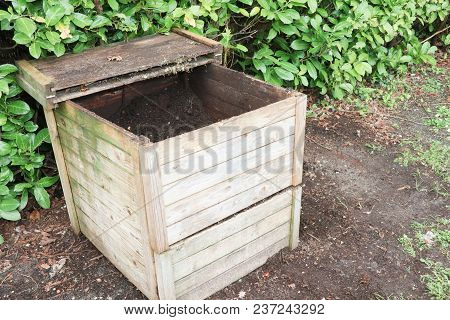 Small Wood Outdoor Composting Bin For Recycling Kitchen And Garden Organic Waste