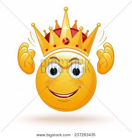 King Emoticon Wears A Crown. Smiley King. Positive Smiling Ball In The Crown. King Expression. King