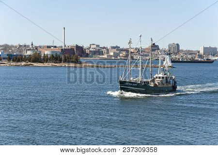 New Bedford, Massachusetts, Usa - March 31, 2018: Commercial Fishing Vessel Seven Seas With New Bedf