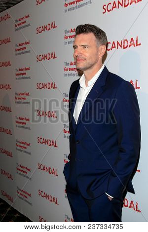 LOS ANGELES - APR 19:  Scott Foley at the The Actors Fund's