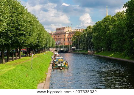 Russia, Saint Petersburg - August 18, 2017: View Of The River Moika In Front Of Mikhailovsky Gardens