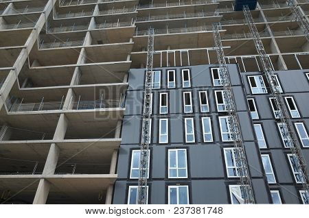 Bracknell, England - April 23, 2018: Wide Angle View Looking Up At An Apartment Block Of New Homes U