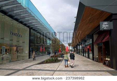 Bracknell, England - April 23, 2018: Wide Angle View Of Shops And Pedestrians In The New Lexicon Sho