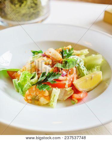salad with shirmps