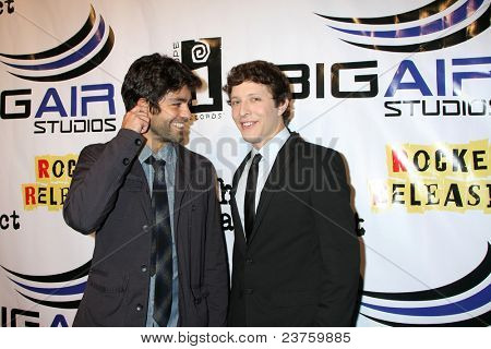 LOS ANGELES - SEPT 22:  Adrian Grenier, Gabriel Sunday arriving at the premiere of
