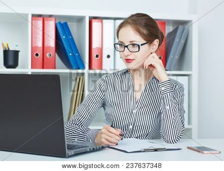 Beautiful Young Businesswoman Working  On A Laptop In The Office. Business, Exchange Market, Job Off