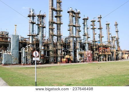 Installation Of Gas Separation, Many Rectification Chemical Columns, Pipes, Heat Exchanging Equipmen