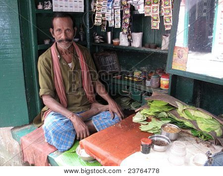 Making Paan In Kolkata