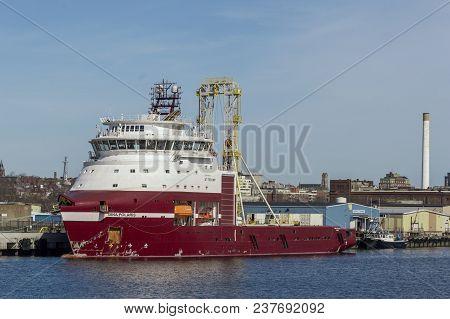 New Bedford, Massachusetts, Usa - April 24, 2018: Geotechnical Drilling Vessel Dina Polaris, Hailing