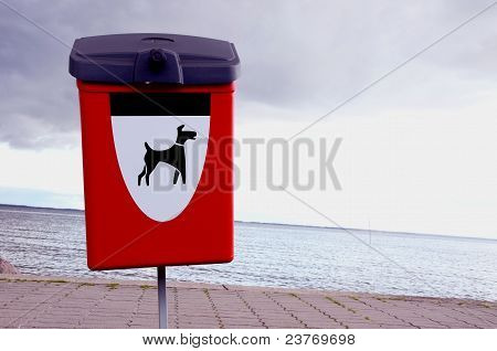 Box For Pets Excrements  In The Resort