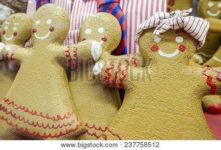 Sydney, Australia - Nov 14, 2017: Gingerbread Dolls In Christmas Decoration On Display At The Westfi