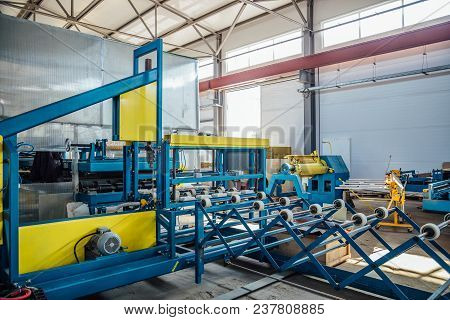 Thermal Insulation Sandwich Panel Production Line. Roller Conveyor, Insulation Panel Assembly Machin