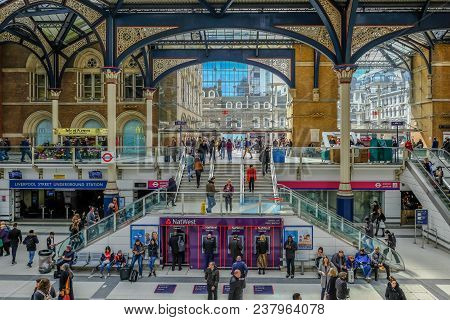 Liverpool Street, London, Uk - April 6, 2018: Entrance To Liverpool Street Mainline Station With Lot