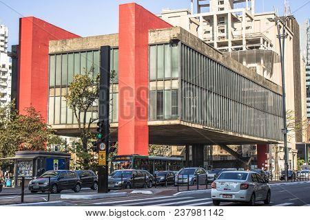 Sao Paulo, Brazil, September 20, 2017. Traffic Jam And Facade Of The Sao Paulo Museum Of Art (in Por