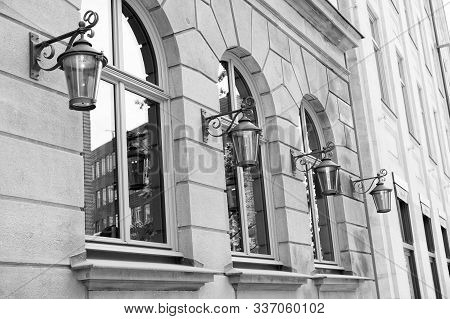 Street Light. Retro Vintage Streetlights On Building With Windows. Vintage Lantern Looks Elegant. Re