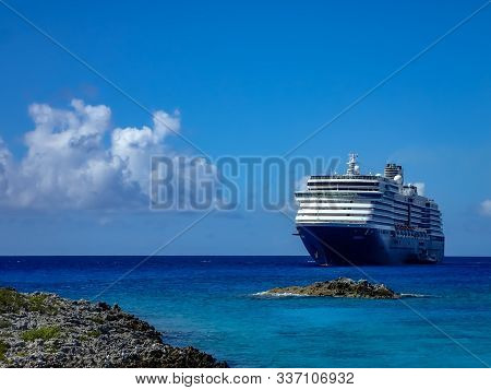 Half Moon Cay/bahamas-10/31/19: The Holland America Line Zuiderdam Cruise Ship Anchored Off The Priv