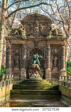 Paris Medici Fountain (la Fontaine Medicis, 1630) A Monumental Fountain With Sculptures Polyphemus S