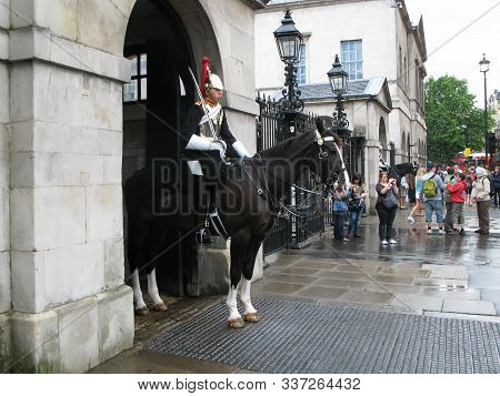 London, Uk - July 03, 2008: Tourists And Passersby Look And Photograph Two Cavalrymen Of The Blues A