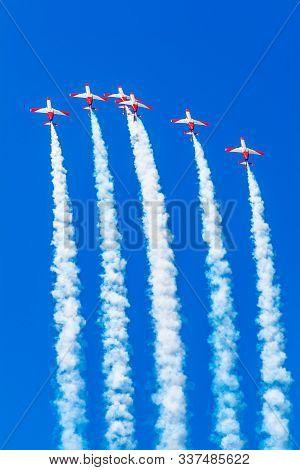 Cadiz, Spain-sep 14: Aircrafts Of The Patrulla Aguila Taking Part In A Exhibition On The 1st Airshow