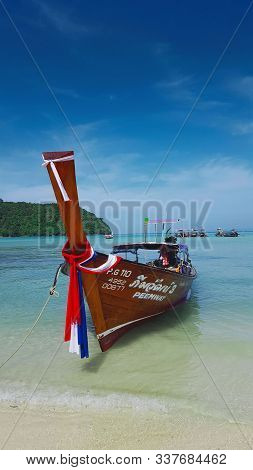 Long Tail Boat On The Beautiful And Peaceful Beach At Phi Phi Island, In Phi Phi, Thailand 23/11/201