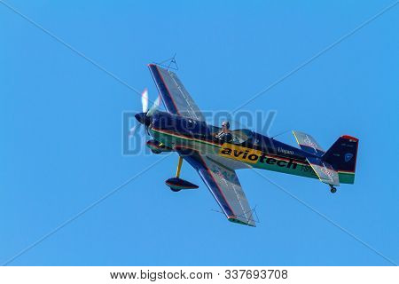 Cadiz, Spain-sep 07:  Aircraft Cap-21 Of Luca Salvadori Taking Part In An Exhibition On The 5th Airs
