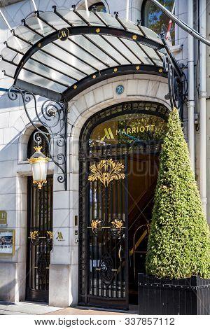 Paris/france - September 10, 2019 : The Marriott Luxury Hotel Entrance On Champs-elysees Avenue