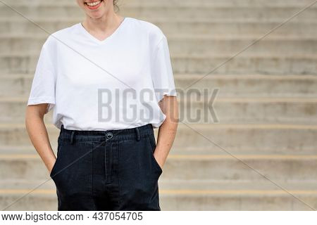 Woman wearing white plain t shirt