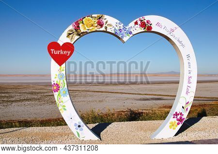 Tuz Lake, Turkey-october 8, 2021:scenic Place For Making Photo Against Tuz Lake. The Second Largest