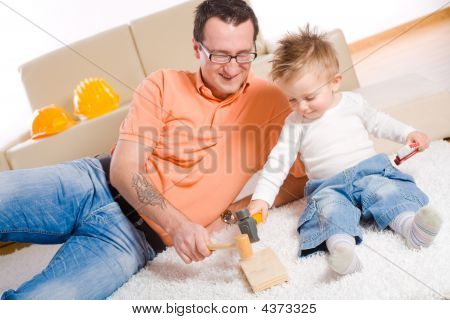 Vater und Baby Boy playing