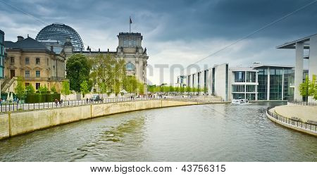 Reichstag And Band Des Bundes