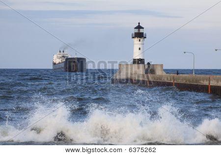Duluth N Pierhead  Ship 1