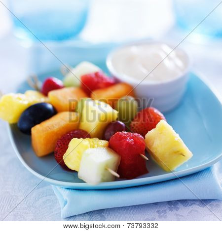kids food - fruit kabob skewers with yogurt dip
