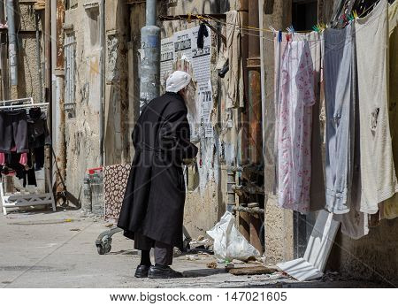 Orthodox Elderly Jewish Man Read Street Poster In Jewish Quarter. Jerusalem. Israel