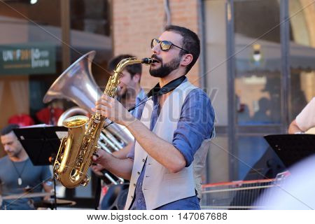Ferrara, Italia - August 25, 2016: The Ferrara Buskers Festival is dedicated to the art of the street. Peppe Millanta & Balkan Bistrò, Balkan music band made up of eight young musicians from Abruzzo Balkan music lovers and, more generally, Eastern Europe