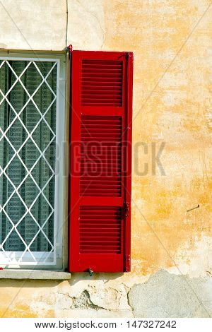 Red Window  Varano Borghi  Italy  Tent Grate