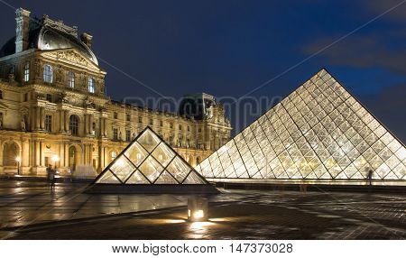 Paris France-Septembre 14 2016 : The Louvre Pyramid based in the main courtyard ( cour Napoleon )of the Louvre Palace in Paris.It serves as the main entrance to the Louvre museum.