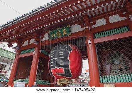 SENSOJI TEMPLE, JAPAN - MAY 2 , 2016: The Kaminarimon (Thunder Gate), the gate of Sensoji Temple and the symbol of Asakusa, Tokyo, Japan. MAY 2 2016
