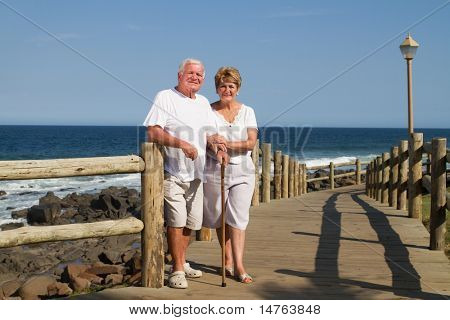 Happy senior Couple am Strand