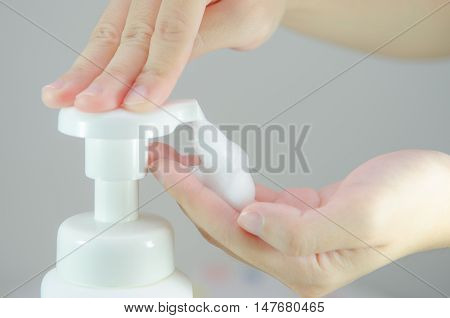 Putting whip foam soap on the hand