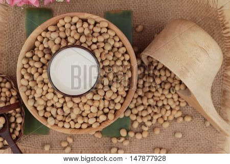 Soy milk is delicious with soybean seed