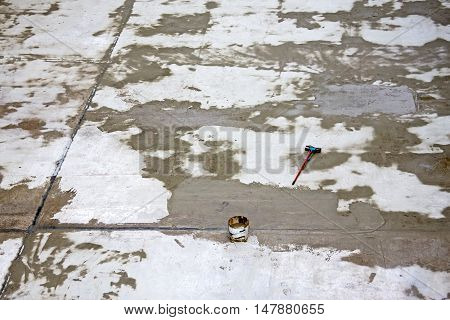Concrete pool tool for cleaning the floor