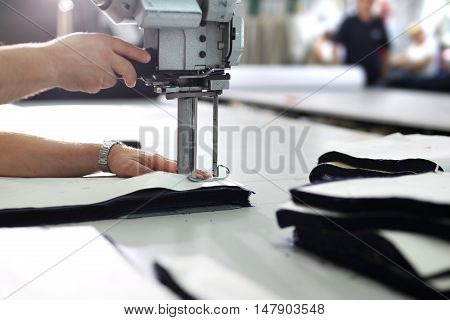 Gradation pattern-making work to the showroom. Cutting room, cutting cloth tailoring knife.
