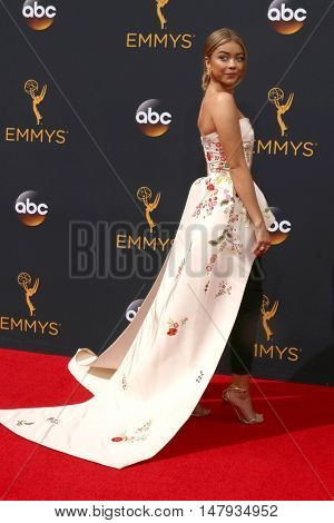 LOS ANGELES - SEP 18:  Sarah Hyland at the 2016 Primetime Emmy Awards - Arrivals at the Microsoft Theater on September 18, 2016 in Los Angeles, CA