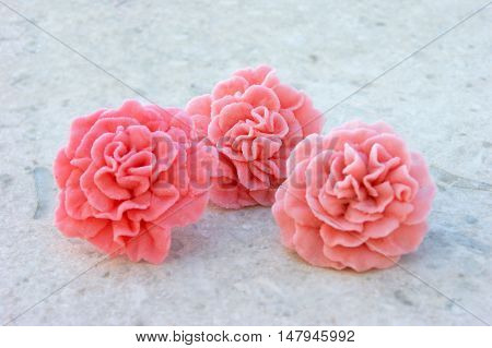 Sweet dianthus to decorate cakes and pastries