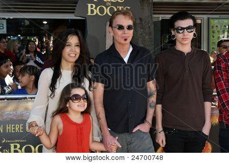 LOS ANGELES - OCT 23:  Bella Thornton, Connie Angland, Billy Bob Thornton, William Thornton arriving at the