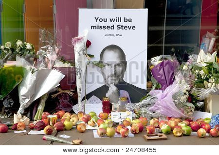 LONDON - OCTOBER 9: Shrine to Steve Jobs outside the Regent Street Apple Store on October 9, 2011 in London. Jobs, former CEO of Apple, died on October 5, 2011 after battling Pancreatic cancer.