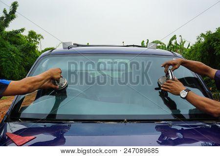 Repairing Windshield Replace Windscreen Wiper Tools Fix Crack Broken Front Window Glass Car Vehicle