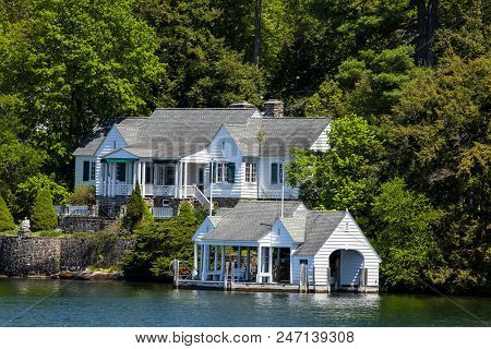 A Vacation House By The Water In Lake George New York