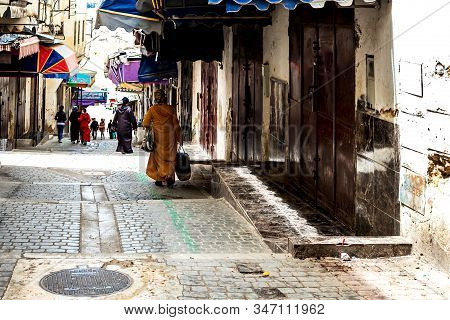 Fes, Morocco - 21,04, 2019: People Walking In The Street Of The Open-air Market Bazaar In Fez.
